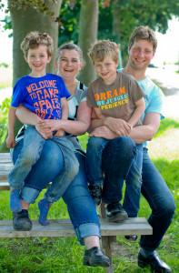 Hugo en Aletta met hun twee kinderen Rick en Daan